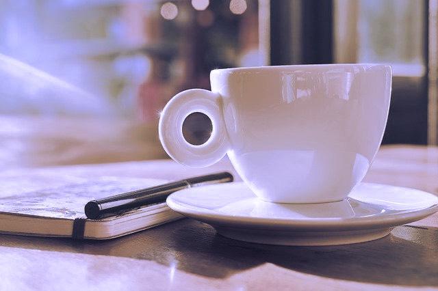 café, bloc note et stylo
